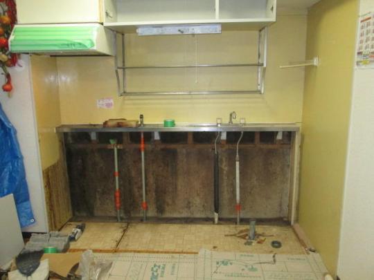 既存のキッチンを撤去